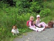 Cesta na Poledník a unavené holčičky s Derčou